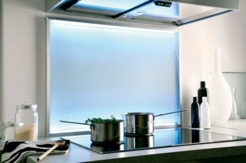 Cr dence de cuisine en verre satin et lumi re led for Credence de hotte