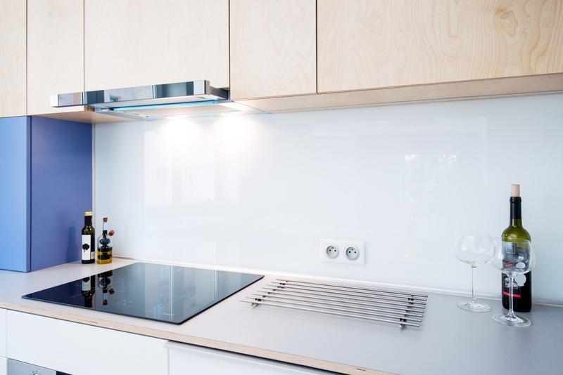 Cr dence de cuisine en verre sur mesure livraison dans - Cuisine en verre blanc ...