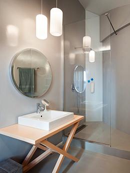 Quelques astuces pour gagner en luminosité dans sa salle de bain