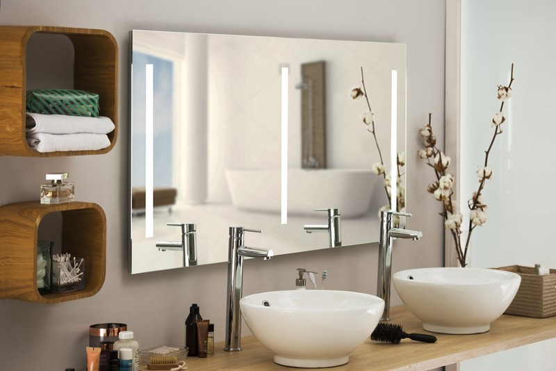 Miroir lumineux fluorescent sur mesure for Miroir salle de bain sur mesure