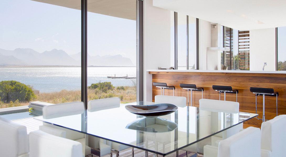 Plateau de table en verre : l'atout chic et design à oser!