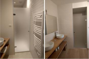 Porte en verre dépoli acide dans salle de bain - Tryba