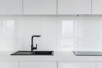 cr dence de cuisine en verre sur mesure livraison dans toute la france. Black Bedroom Furniture Sets. Home Design Ideas