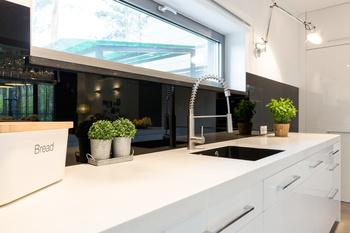 soldes : crédences de cuisine en verre sur mesure