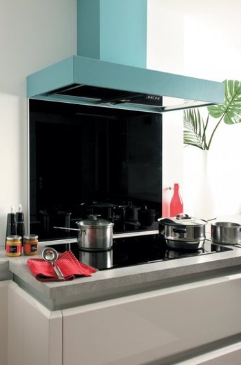 Crédence de cuisine en verre noir avec cadre aluminium