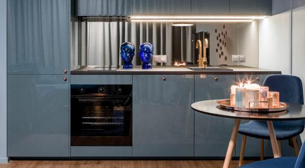 Crédence en verre miroir pour un reflet ennobli de votre espace de cuisine !