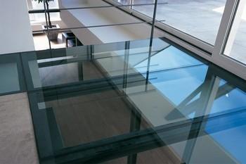 dalle de sol et escalier en verre sur mesure. Black Bedroom Furniture Sets. Home Design Ideas
