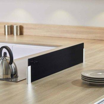 cr dence et fond de hotte en verre. Black Bedroom Furniture Sets. Home Design Ideas