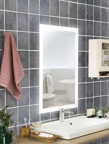 Miroir sur mesure avec lumière LED et options