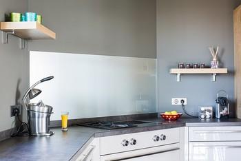 cr dence en verre sur mesure petits prix c t verre. Black Bedroom Furniture Sets. Home Design Ideas
